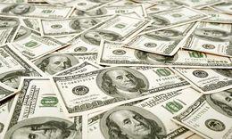 لهذه الأسباب.. انهار الدولار في السوق السوداء