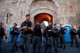 جنود الاحتلال يغلقون مداخل المسجد الاقصى