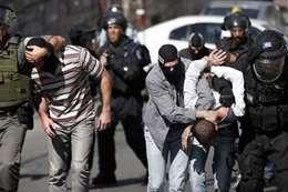 قوات الاحتلال تعتقل فلسطينيين