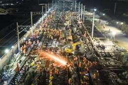 الصين تبني مسار سكة حديد في 4 ساعات