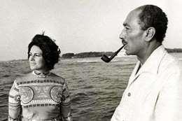 السادات وزوجته جيهان