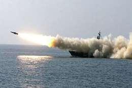 إطلاق صاروخ من سفينة حربية - أرشيفية