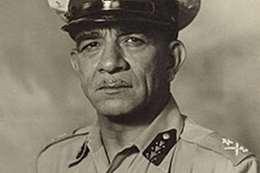 اللواء محمد نجيب