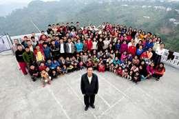 صور.. متزوج من 39 زوجة ولديه 94 طفلاً ويبحث عن عروسة جديدة!