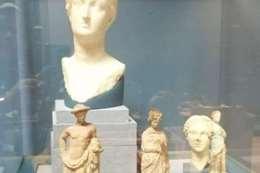 قطع أثرية في متحف المطار