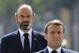 الرئيس الفرنسي ورئيس الوزارء المستقيل