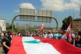 انتحار مسن يهز لبنان