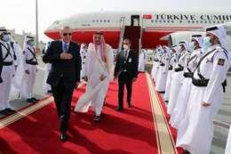 أمير سعودي: ماذا يفعل هذا الرجل في زيارة أردوغان لقطر