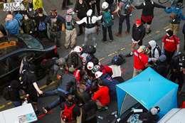 """قائد سيارة يدهس متظاهريين في """"سياتل"""" الأمريكية"""