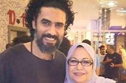 الفنان محمد علاء ووالدته