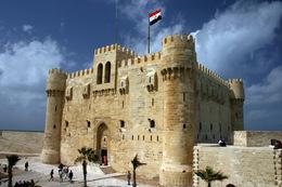 قلعة قايتباى تستقبل زوارها وسط تشديدات أمنية
