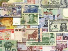 القبض على أزهري وقبطي يتاجران في العملات الأجنبية بقنا