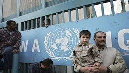 """""""أونروا"""" تلوّح بوقف خدماتها التعليمية للاجئين الفلسطينيين"""