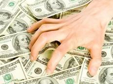 القبض على أكبر شبكة نصب تغيير الدولار بالأقصر