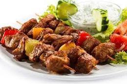خبير تغذية.. 4 أطعمة تخلصك من أضرار لحوم العيد