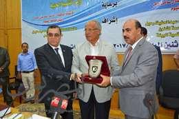 رئيس جامعة الفيوم ووزير التنمية المحلية ومحافظ الفيوم