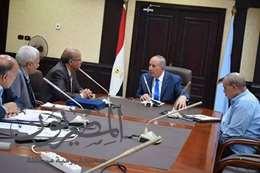 صورة اجتماع المحافظ