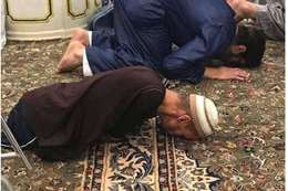 مفقود الاطراف يصلى بالروضة الشريفة