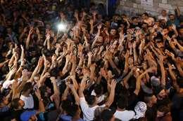 فلسطينيون يعتصمون أمام أبواب «الأقصى» رفضًا لإغلاقه