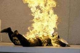 زوجة تشعل النيران في زوجها