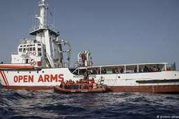 سفينة اللاجئين