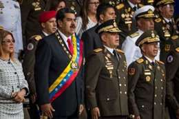 """رئيس فنزويلا نيكولاس مادورو """"ينجو من هجوم جوي"""""""
