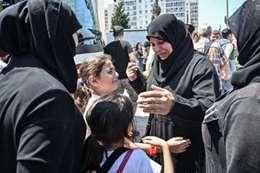 أسرة سورية سفّر أحد أفرادها إلى سوريا من اسطنبول