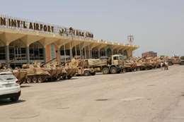 حافلات عسكرية إماراتية أمم مطار عدن الدولي