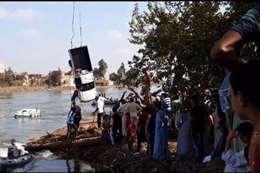 صراخ وعويل أثناء استخراج جثامين ضحايا معدية الموت بالبحيرة