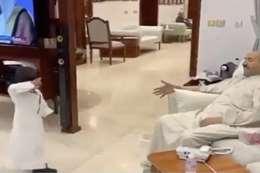 مقطع فيديو لأمير الكويت مع حفيده يشعل مواقع التواصل