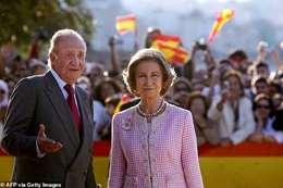 تفاصيل من داخل غرفة نوم ملك إسبانيا السابق حول العشيقة والزوجة