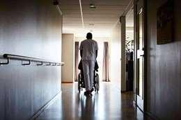 ذئب بشري يعتدي على امرأتين مسنتين داخل دار للرعاية