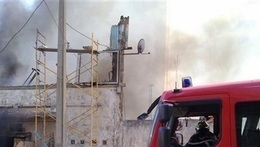 إصابة أميني شرطة في حريق مخزن أخشاب الإسكندرية