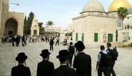 عشرات المستوطنين اليهود يقتحمون المسجد الأقصى