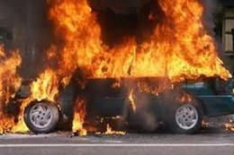 اشعال حريق بسيارة بمنطقة رشدي بالإسكندرية