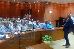 محافظ بورسعيد يجتمع بمسئولى شركات جمع القمامة