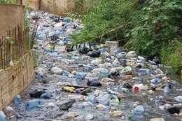 نهر نفايات يتحرك في دولة عربية..تعرف علي السبب