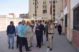 محافظ المنيا يتفقد بعض لمدارس