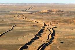 ترمب يأمل بجدار عازل يقطع 11 دولة بإفريقيا