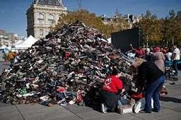 احتجاج بالأحذية المستعملة في باريس