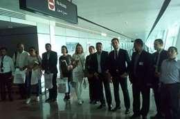 صور الوفد بالمطار