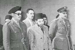 جمال عبدالناصر يقرأ الفاتحة على قبر حسن البنا