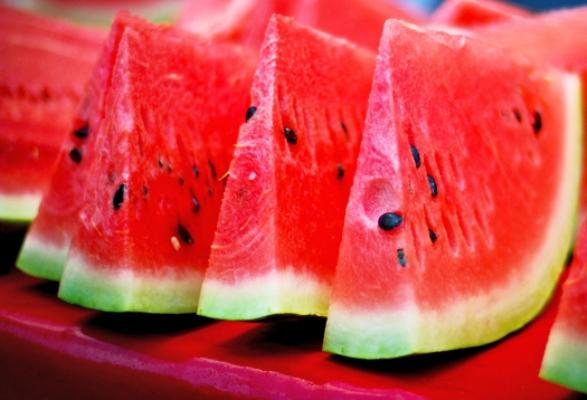 البطيخ أقوى مرطب للجسم ومدمر لدهونه