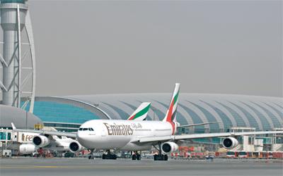مطار دبي يستأنف العمل بعد توقف لساعات