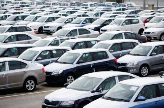 الدولار يشعل سوق السيارات