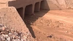 تطهير وإزالة التعديات على مخرات السيول بمركز مطاي بالمنيا