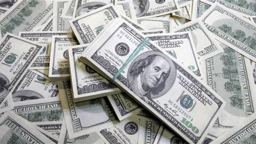 سقوط عامل بحوزته كمية كبيرة من العملات الأجنبية بقنا