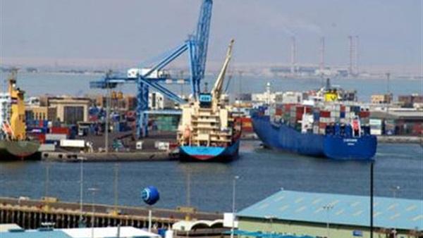 فتح بوغاز ميناء الإسكندرية وانتظام حركة السفن والشحن والتفريغ