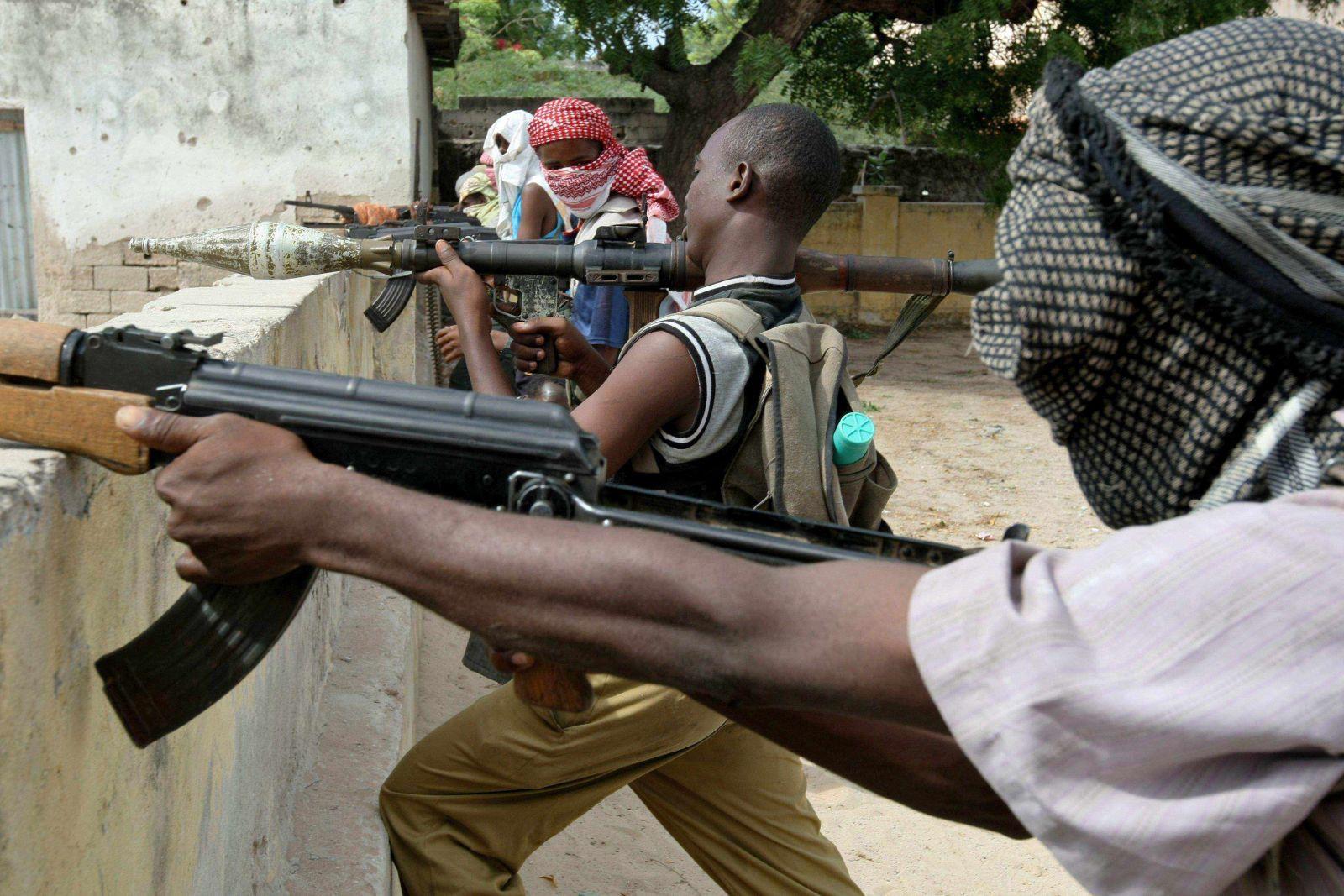 الشباب الصومالية تستولي على مدينة قرب حدود كينيا