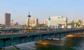 سلاسل بشرية أعلى كوبري قصر النيل للاحتفال بعيد ميلاد البرادعي